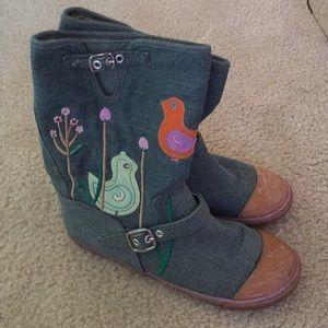 Sugar denim embroided boots. Sz. 7